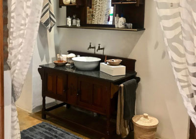 13-master-bath-vanity