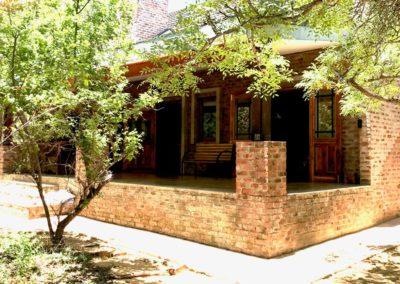 20-front-verandah-summer-time
