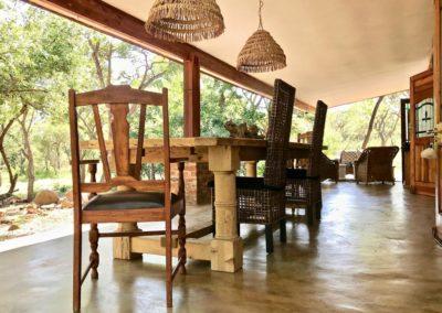 21-front-verandah-outdoor-dining