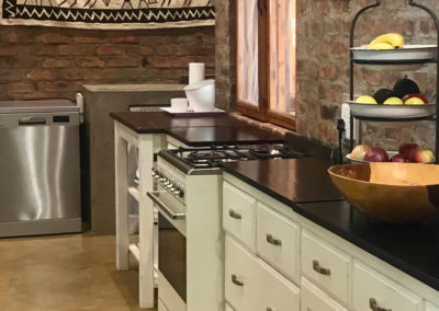 5-kitchen-cabinets-with-smeg-stove